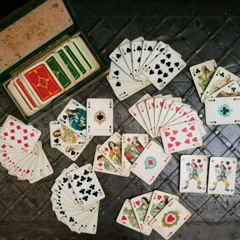 Играть с картами на год чат рулетка спб бесплатная онлайн для знакомств без регистрации портал